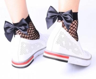 Fishnet socks with bow $1,70 (Zaful)